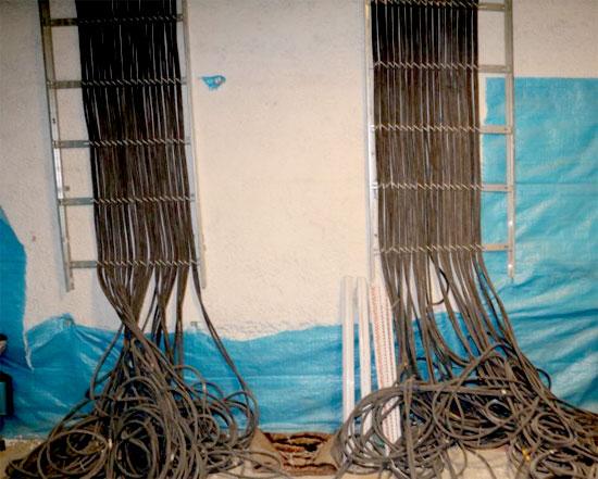 تصویر رایزر برق اجرا شده با نردبان کابل یا اصطلاحاً با استفاده از لدر